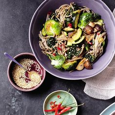 Slimming Superfood Recipe: Soba Noodle Bowl With Kale and Mushrooms | SELF