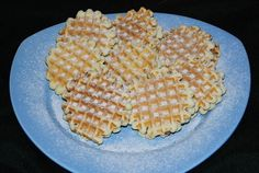 Faguri cu fineti Waffles, Bread, Candy, Cookies, Breakfast, Food, Crack Crackers, Morning Coffee, Brot