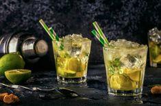 La caïpirinha, le cocktail mythique venu du Brésil - La Recette Mojito, Caipirinha Cocktail, Cocktails, Drinks, Tableware, Glass, Lemon Slice, Shave Ice, Key Lime