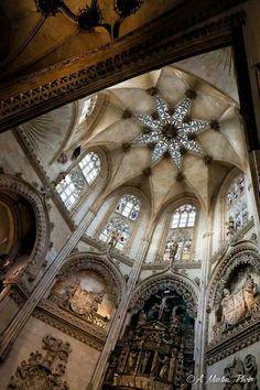 """Catedral de Cádiz: edificio de estilo barroco y neoclásico. Se empezó en 1722 y no se terminó hasta el 28/11/1838. Recibe el nombre de la """"Santa Cruz sobre el Mar"""" o """"sobre las Aguas"""", aunque los gaditanos la denominan catedral Nueva - Cadiz Cathedral is a building of baroque and neoclassical style. It was begun in 1722 and was not completed until 28.11.1838. Get the name of the """"Holy Cross on the Sea"""", although the call the gaditanos New Cathedral"""