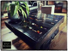 Black pallets coffee table #Ecodesign, #Green, #Mosaic, #Pallets, #Recycled, #Table