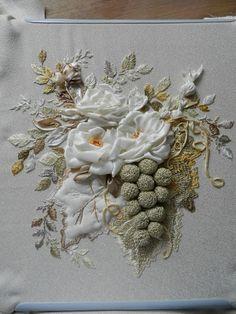 Wonderful Ribbon Embroidery Flowers by Hand Ideas. Enchanting Ribbon Embroidery Flowers by Hand Ideas. Simple Embroidery, Rose Embroidery, Silk Ribbon Embroidery, Hand Embroidery Patterns, Embroidery Designs, Ribbon Art, Ribbon Crafts, L'art Du Ruban, Band Kunst