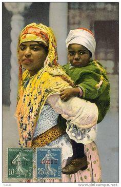 NK-M 0133-Algérie-Thème Femmes-Mauresque et son enfant- Algerian Women جزائرية