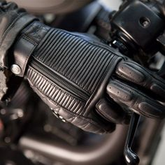 Shop for Roland Sands Dezel Gloves - Black. Short and retro high quality leather motorcycle gloves from Roland Sands Design. Free UK delivery and returns. Motorcycle Equipment, Retro Motorcycle, Motorcycle Style, Motorcycle Design, Motorcycle Outfit, Biker Style, Biker Gloves, Leather Motorcycle Gloves, Biker Gear