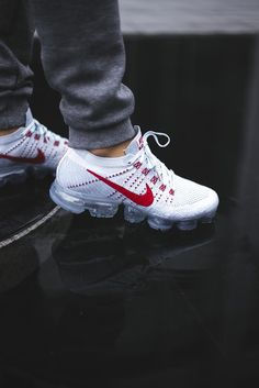 In addition to the Pure Platinum colorway, we'd also like to remind you that the Nike Air VaporMax Pure Platinum University Red will also be releasing tomorrow. This year's Air Max celebrations conclude tomorrow as Nike is set to introduce the latest and greatest offering from the Air Max line. The Air VaporMax features completely visible …