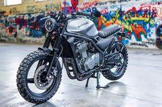 Afbeelding kan het volgende bevatten: motor en buiten Cb 750 Cafe Racer, Cafe Racer Honda, Cafe Racers, Scrambler Motorcycle, Motorcycle Gear, Ducati, Chopper, Gs500, Er 5