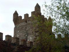 El castillo de Arañó o castell de l'Aranyó en catalán está documentado desde el siglo XIV. Se encuentra ubicado en la comarca de La Segarra, en la provincia de Lérida.  #historia #turismo http://www.rutasconhistoria.es/loc/castillo-de-arano-castell-de-laranyo