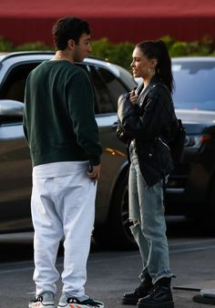 Madison Beer Reunites With Boyfriend Zack Bia After Wrapping European Tour: Photo Madison Beer shares a cute moment with her boyfriend Zack Bia after having dinner together on Tuesday (April in Los Angeles. The couple was recently reunited… Madison Beer Style, Madison Beer Outfits, Madison Beer Boyfriend, Brown Eyes Blonde Hair, Maddison Beer, Dr Martens Outfit, Doc Martins, Everyday Look, Beautiful Celebrities