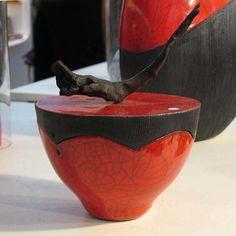 Céramiques raku rouges d'Anne THIELLET, céramiste Raku Raku Pottery, Slab Pottery, Pottery Art, Ceramic Boxes, Ceramic Mugs, Vases, Art Et Design, Sculptures Céramiques, Textures Patterns
