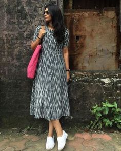 Here is simple n casual look kurta You can wear it as a simple pretty dress or as a kurta with leggings Kurta Designs Women, Salwar Designs, Kurti Designs Party Wear, Kalamkari Dresses, Ikkat Dresses, Frock Fashion, Fashion Dresses, Frock For Women, Western Dresses For Women
