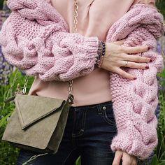 234 отметок «Нравится», 12 комментариев — КАРДИГАН 📍СВИТЕР 📍ШАПКА (@wool.style) в Instagram: «Мягкий, нежный, объемный, невероятно теплый и уютный, это все о нем- о бомбере💖. Будет идеально…»