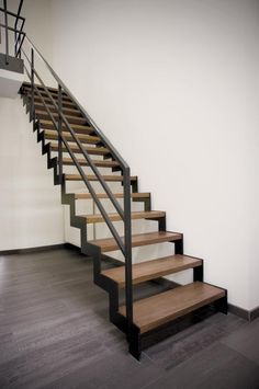 zig zag trapboom is leuk. Open Trap, Happy New Home, Steel Stairs, Cosy Room, Modern Stairs, Minimalist Apartment, House Stairs, Stair Railing, Staircase Design