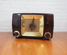 Midcentury Zenith Table Top Radio WORKS / Model H615Z Brown Bakelite AM Tube Radio by FireflyVintageHome
