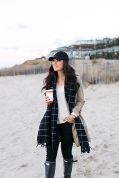 Cold beach outfit, fall beach outfits, classy fall outfits, classy winter o Fall Beach Outfits, Classy Fall Outfits, Winter Outfits Women, Winter Fashion Outfits, Fashion Weeks, Autumn Winter Fashion, Casual Outfits, Ootd Classy, Winter Maternity Outfits