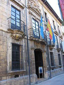 Oviedo - Fachada del Palacio de Velarde, sede del Museo de Bellas Artes de Asturias.