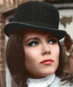 Diana Rigg as Emma Peel in The Avengers British espionage television series) Emma Peel, Tv Vintage, Vintage Hollywood, Vintage Fashion, The Avengers, Avengers Poster, British Actresses, British Actors, Diana Riggs
