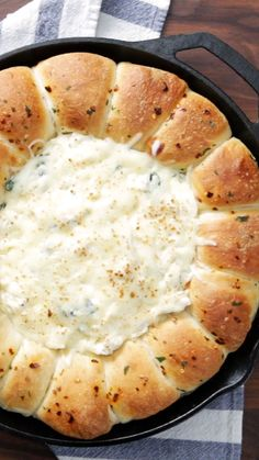 Indulge in every bite of this rich, chewy, ooey-gooey skillet bread with creamy spinach artichoke dip center. Indulge in every bite of this rich, chewy, ooey-gooey skillet bread with creamy spinach artichoke dip center. Yummy Appetizers, Appetizer Recipes, Appetizer Party, One Bite Appetizers, Shower Appetizers, Brie Appetizer, Bread Appetizers, Appetizer Ideas, Dessert Recipes