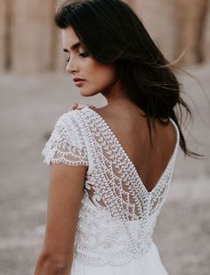 Romantic + Bohemian-Inspired Wedding Dresses by Anna Campbell For the bohemian, free-spirited bride that dreams of marrying her soul mate on a beautiful beach………. Bohemian + romantic wedding dress by Australian designer Anna Campbell Bridal Gowns, Wedding Gowns, Cap Sleeved Wedding Dress, Beaded Wedding Dresses, Wedding Venues, Stunning Wedding Dresses, Green Wedding Shoes, Romantic Weddings, Vintage Dresses