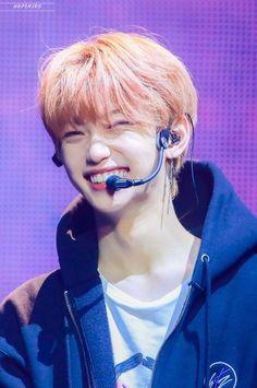 Please always be happy Lee Felix. Lee Min Ho, Kpop, Rapper, Felix Stray Kids, Kids Icon, Kid Memes, Kids Wallpaper, Lee Know, Bias Wrecker