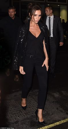 Who made Victoria Beckham's black sequin jacket, skinny black jeans, and pumps? Moda Victoria Beckham, Victoria Beckham Style, Victoria Style, Queen Victoria, Black Sequin Jacket, Black Sequins, Zara Kids, Estilo Fashion, Ideias Fashion
