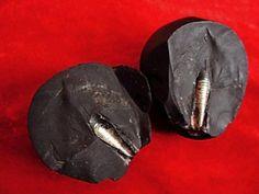 Une vis intégrée dans la roche trouvée dans la région de Gansu Xijiang de Chine…
