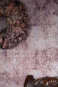 Wallpaper, violet/rose / Kaikki Tuotteet - Jeanne dArc Living tapetit ja liisterit, lakat, pensselit yms / Sisustusliike PPDecora