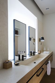 Best Bathroom Mirror Ideas To Enhance Your Bathroom Bathroom Decor Bathroom mirrors are an essential piece of furniture for any bathroom. A mirror is one of the most important bathroom furniture pieces to consider whe. Bad Inspiration, Bathroom Inspiration, Bathroom Interior Design, Modern Interior Design, Interior Designing, Contemporary Interior, Interior Styling, Casa Santa Rita, Modern Bathroom