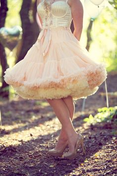 Swish your way to a fabulously quirky vintage wedding style with petticoats from Doris Designs 50 Style Dresses, Vintage Style Outfits, Day Dresses, Bridal Dresses, Flower Girl Dresses, Flapper Dresses, Super Cute Dresses, Pretty Dresses, Girl Dress Patterns