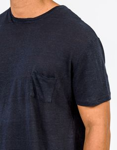 Casual comfort and Californian living collide with the latest from Rails. A slim cut summer tee, Garett is your new go-to! Featuring a crew neckline, patch pocket and lightweight linen weave, this guy is sure to be on high rotation.   • Short sleeve t-shirt • Crew neckline  • Patch pocket on the left chest  • Slim fit  • 100% linen  • Cool machine wash