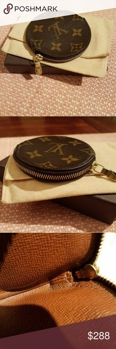 Authentic Louis Vuitton Coin pouch This item is discontinued and hard to find In this shape  Beautiful.  Excellent Condition inside and out Date Code CT0053 No stickiness No rips No tears Louis Vuitton Bags