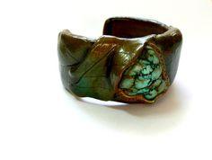 blueberry leaf bracelet by ElysianFields.            http://www.etsy.com/shop/ElysianFields