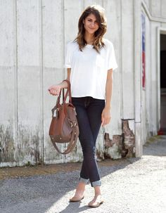 white tshirt and skinny jeans - flats - casual chic Style Casual, Casual Chic, Style Me, Casual Styles, Basic Style, Comfy Casual, Simple Style, Simple Outfits, Casual Outfits