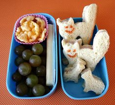 kids bento<<< The kitties look delishious and tis recipe, cheese stick aside, has no visible flaws.