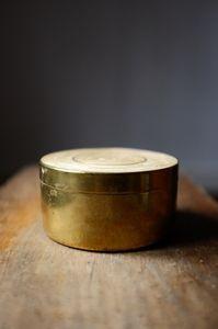 Round brass box - Atelier Solarshop - Antwerp - www.ateliersolarshop.be