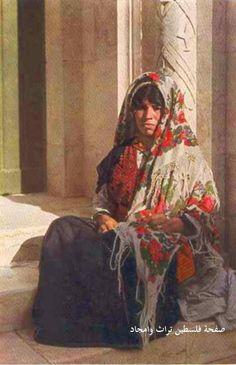 امرأة من رام الله، فلسطين  A woman from Ramallah, Palestine  Una mujer de Ramallah, Palestina