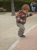 Jugando en Familia: Juegos: psicomotricidad gruesa en bebés de 12-18 meses