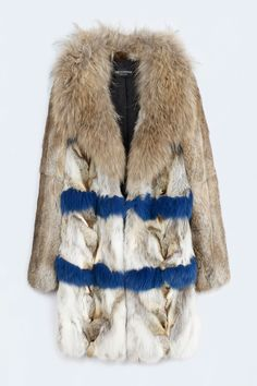 Zadig and Voltaire fur coat, mid length, long sleeves, closing brackets, natural and colored fur, two front pockets, python print lambskin under the large collar, fox 53%, rabbit 34%, raccoon 12%, 100% merino wool lining