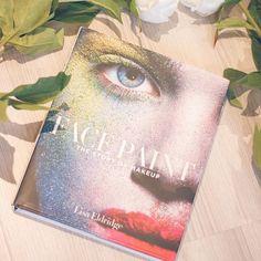 Got this book by @lisaeldridgemakeup for Christmas and I love it so far #facepaint #books #beautylover #favourites #makeupjunkie #makeup #beauty #bbloggers #inspiration #beautyaddict #beautyinspo
