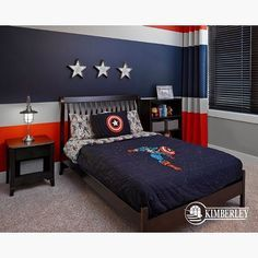 How cute is this Captain America themed room! Credit to Kimberley Homes - Visit to grab an amazing super hero shirt now on sale! Big Boy Bedrooms, Boys Bedroom Decor, Bedroom Themes, Modern Kids Bedroom, Home Themes, Bedroom Ideas, Chambre Nolan, Marvel Bedroom, Avengers Room