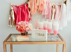 Quer algumas dicas para organizar o chá de lingerie perfeito? Vem ver! | Foto: Liz Banfield