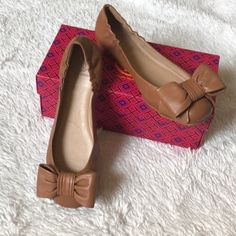 Very cute Tory Burch Ballet flats with a cute bow Smooth leather with driver sole Comfy and lightweight Condition: new with original box No dust bag Size: Womens US 7.5 Style it with a cute cut off jeans or cute shorts Pls refer to the pictures for more details From a pet free and smoke free home #9050329
