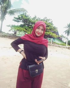 Ootd Hijab, Hijab Chic, Funeral Expenses, Beautiful Hijab, Suits You, Covergirl, Body Shapes, Hijab Fashion, Curvy