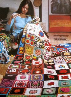 I do like this! For all those extra granny squares you might have lying around :-) Love Crochet, Crochet Granny, Diy Crochet, Crochet Afgans, Crochet Blankets, Knitting Patterns, Crochet Patterns, Afghan Blanket, Square Blanket