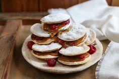 Nadire Atas on the Most Amazing Alfajores Alfajores chilenos rellenos de manjar y frambuesas Scones, Pancakes, Cookies, Breakfast, Desserts, Food, Brownies, Drinks, Ideas