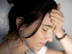 Gefährlicher Schwindel. Einen Schwindel (Vertigo) kann der Arzt bei der Diagnose dem sogenannten Attackendrehschwindel zuordnen, wenn das Schwindelgefühl unvermittelt und heftig einsetzt und nur Sekunden oder wenige Minuten andauert. Die Betroffenen verspüren dabei ein heftiges Drehgefühl mit Fallneigung und manchmal auch Übelkeit.Zu den möglichen Ursachen für diese Form von Schwindel gehört der eher seltene Morbus Menière, der meist zwischen dem 40. und 60. #Schwindel #Gesundheit