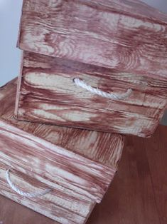 DIY Storage box with lid - faux wood grain