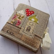This lovely case is made from Irish Linen.  Inside there are 8 wool felt pages to hold your sewing needles. It is tied closed with cream ribbon. Measuring 9cm x 8cm approx. Will be wrapped in tissue paper and tied with ribbon.