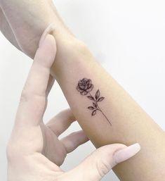 Rose Drawing Tattoo, Rose Hand Tattoo, Rose Tattoos On Wrist, Wrist Tattoos For Women, Tattoo Ink, Tattoos For Guys, Girl Neck Tattoos, Baby Tattoos, Finger Tattoos