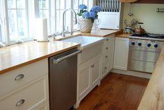 Charming laminate kitchen floor and fancy wood countertop farmhouse sink ikea plus arc faucet Ikea Kitchen Sink, Ikea Sinks, Kitchen Base Cabinets, Ikea Kitchen Design, Farmhouse Sink Kitchen, Kitchen Flooring, New Kitchen, Kitchen Decor, Kitchen Ideas