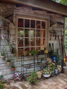Jenny's adorable, decorated garden shed   Living Vintage